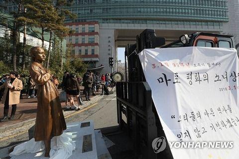 【韓国の反応】弘大前の慰安婦像、設置に失敗~反対側「事前協議がなかった。日本の学生もいる」vs賛成側「大韓民国国民なら邪魔するな!」