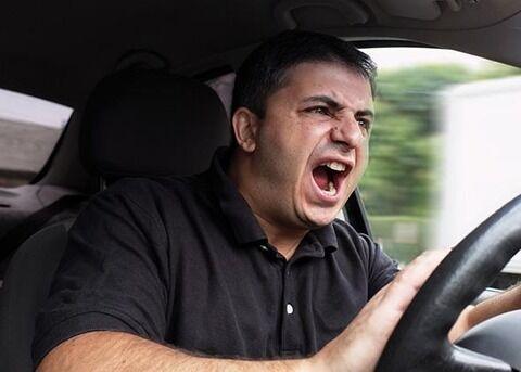 車を運転してて腹が立つ瞬間
