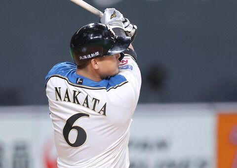 日ハム中田翔「札幌ドームのフェンスを低くしろ。できないならフェンス直撃は本塁打と査定してくれ」