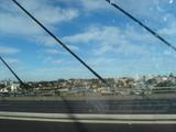 車窓からアンザックブリッジ