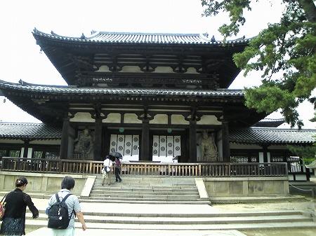金銅力士像門