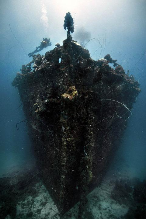 unkai-maru-in-truk-lagoon-micronesia