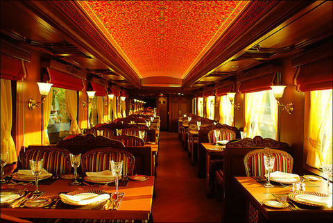 the_luxuriant_indian_maharaja_express_train_640_13