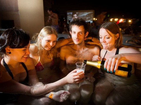 hottub_cinema_01