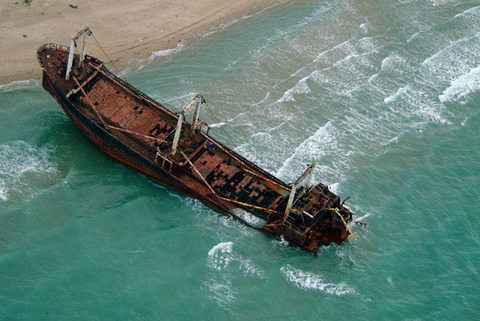 shipwreck-italy