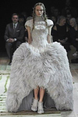 mcqueen-catwalk-v-and-a