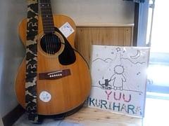 看板とギター(picture by yuu)