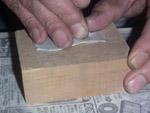 玉石を彫る