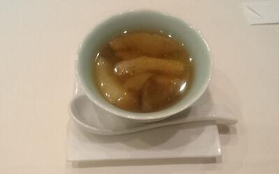スッポンとコラーゲンの蒸しスープ