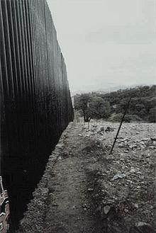 220px-Steel_Fence_SonoraMX_MTamez_Delegation_012708-1-