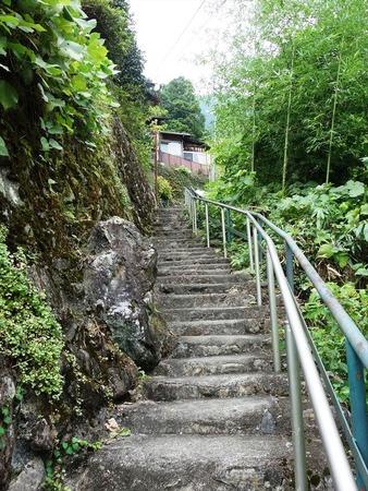 04急な階段