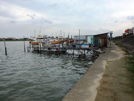 06釣り船屋の桟橋