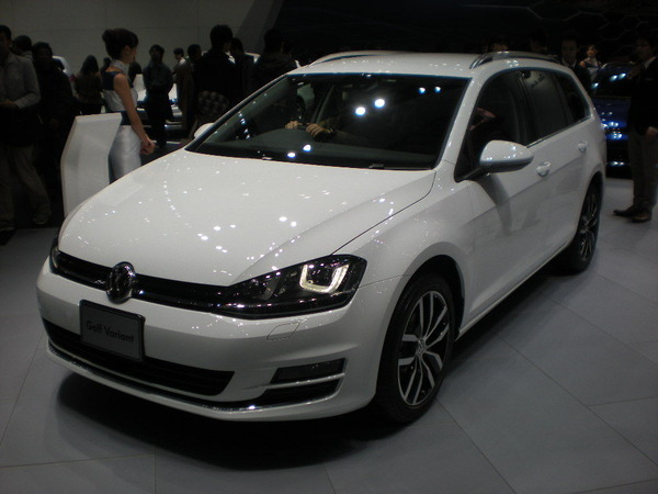 VW_GOLFⅦ_VARIANT_5G_01