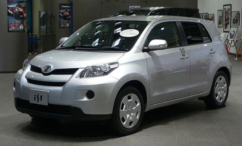 800px-2007_Toyota_ist_01