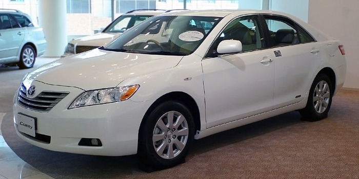 800px-2006_Toyota_Camry_01