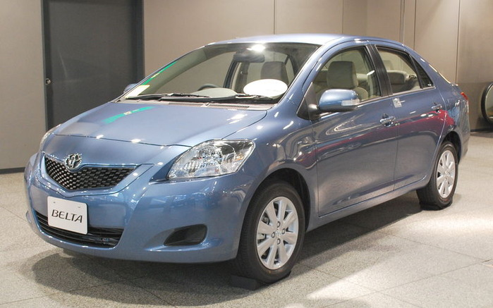 800px-2008_Toyota_Belta_01