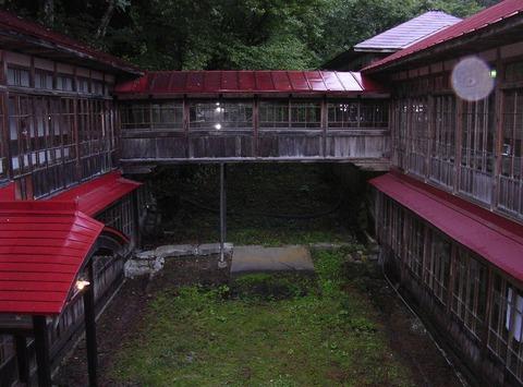 佐藤旅館中庭2