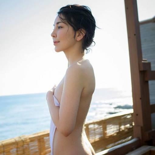 高須クリニック美人受付嬢・西山さゆり ケツ出しセミヌード!!!