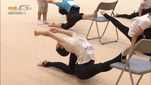 教育テレビで小女子の新体操開脚レッスン