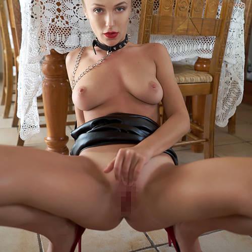 台所で何やってんだ!?wwボンデージ金髪美女の家庭内SMごっこwww # 外人エロ画像
