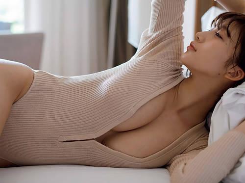 【小倉優香】女優として成功したら脱いでくれんかも…なので、今のうちにエロい身体を堪能しようwww