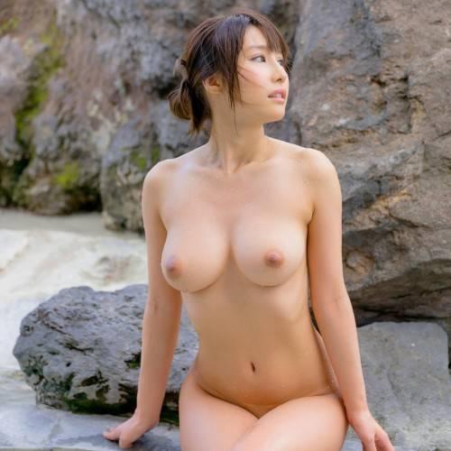 あやみ旬果 とびきり美女と温泉デートで裸の突き合い ヌードグラビア 95枚