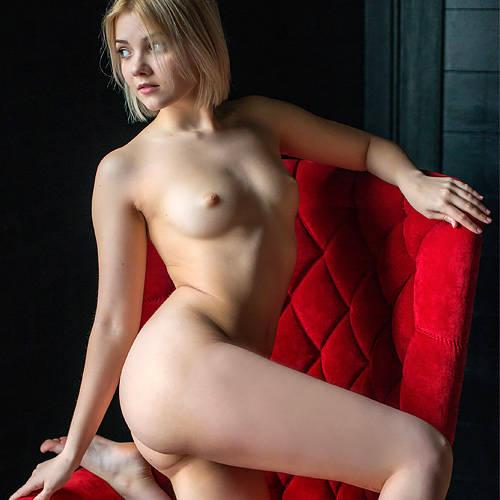 ちょい□リ天使なロシアン美少女の、小さくて綺麗なピンク乳首を吸って弄って、勃起させて…エッチに開発したいww # 外人エロ画像