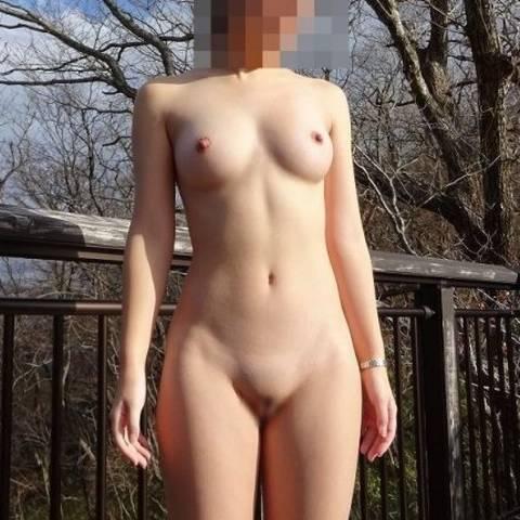 羞恥心がブッ飛んでる、野外露出が大好きな素人女性たちのヌード