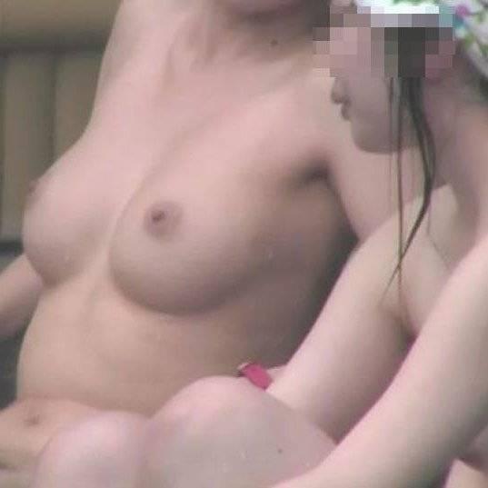 【巨乳入浴エロ画像】こんな巨乳の素人女性が風呂に入ってたら覗いちゃうよね