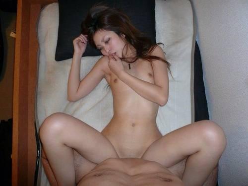 素人カップルの秘め事がネット流出してるセックス体位エロ画像!ハメ撮りたのしーwww