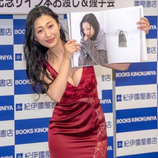 壇蜜がヌード写真集2冊同時リリース!!