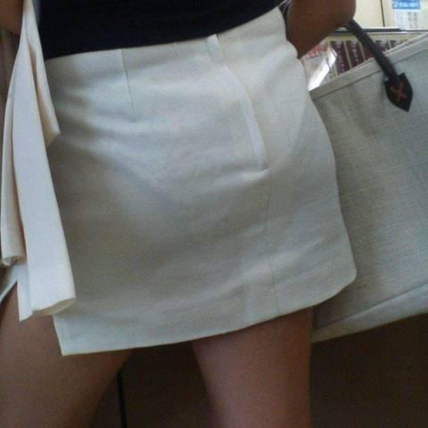 【透けパン エロ画像】こんなパンツが透けてるのに堂々と街を歩く素人女性たち