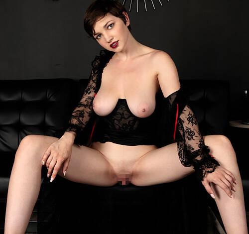 巨乳輪の垂れ巨乳とハミ出すビラビラがエッッロ~!20歳のクセして熟女風の色気が漂うw色白ムチムチ美女ヌードグラビアww # 外人エロ画像