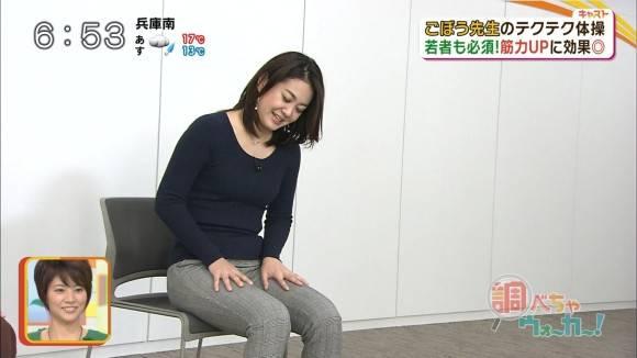 塚本麻里衣アナの体ラインクッキリな大人の健康体操