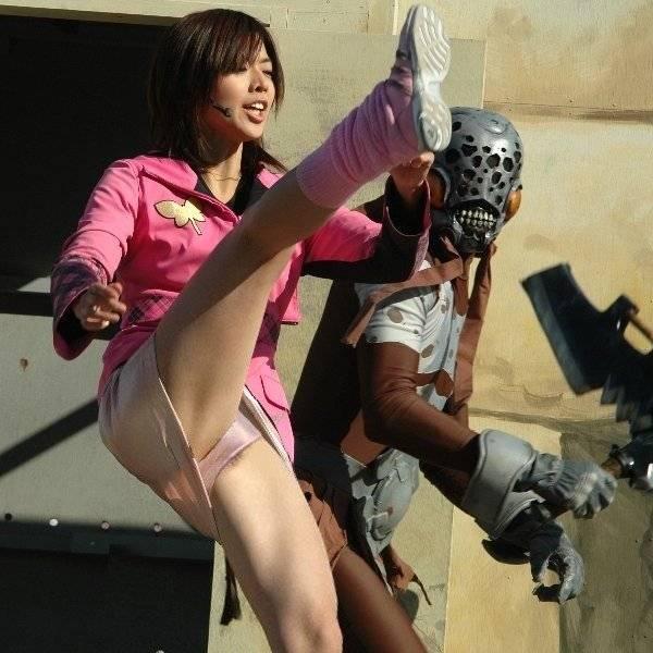 【パンチラ】戦隊ヒロインがキックしたら、思いっきりパンツが見えちゃった