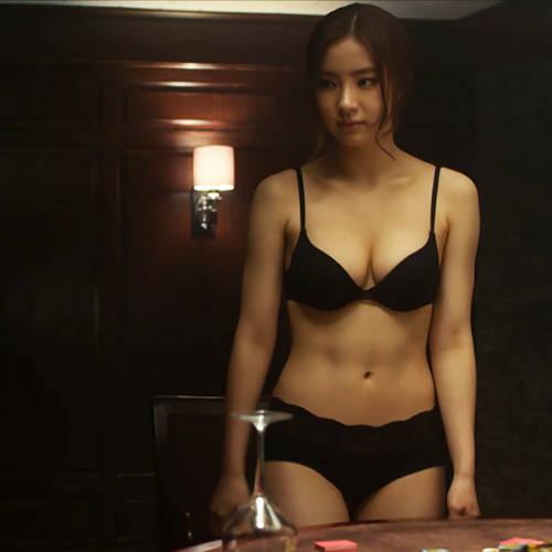 美人女優さんの下着姿と生尻が艶めかしくてエロいwwwエロGIFとキャプチャ画像wwww