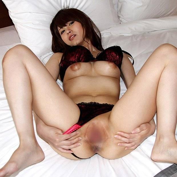【パイパン】女性の股間がツルツル無毛だと舐めたくなっちゃうエロ画像