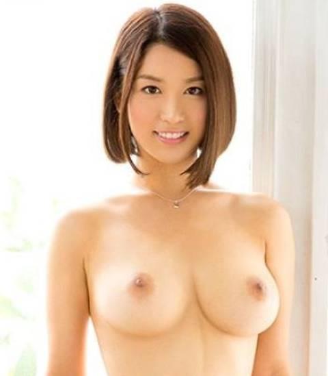 濱松愛季、清楚な巨乳女子アナが激しく乳房を揺らして中出しセックス