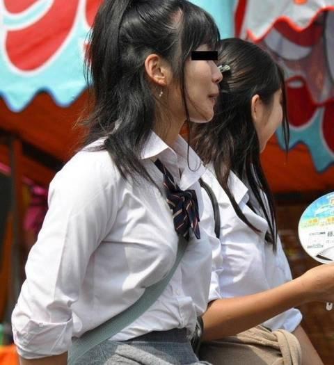 【着衣巨乳エロ画像】街を歩いている巨乳の素人女性たちを街撮り