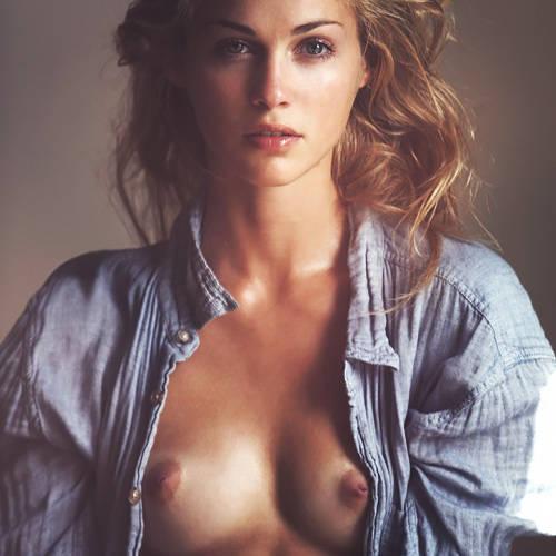 スゴイ美形なファッションモデルさんの美乳が拝める!貴重なヌード画像www