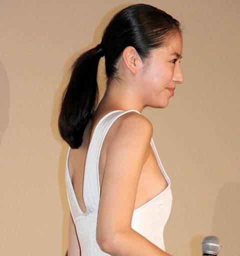 ノースリーブ姿の芸能人たちがワキから横乳を見せちゃったエロ画像