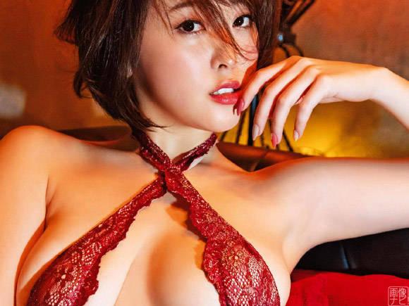 忍野さら 濃密SEXが始まりそう…妖艶な変態下着姿。