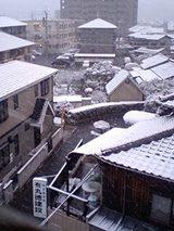ダウン 近所の雪景色