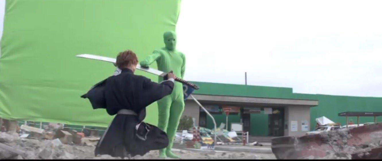 【画像】実写の黒崎一護さん、全身タイツに苦戦するwwww