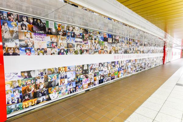 『ラブライブ!』大規模広告が新宿地下のメトロプロムナードに登場!14