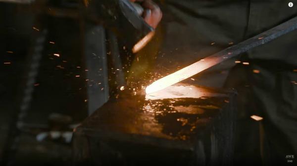 『ニーア オートマタ』海外の鍛冶職人、大型剣「白の約定」をリアルに制作!_073430