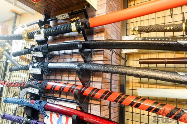 刀剣などを扱う秋葉原で有名な武器防具屋『武装商店』のフォトレポート