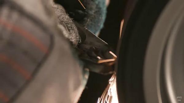 『ニーア オートマタ』海外の鍛冶職人、大型剣「白の約定」をリアルに制作!_073441