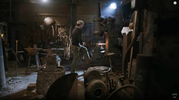 『ニーア オートマタ』海外の鍛冶職人、大型剣「白の約定」をリアルに制作!_073424