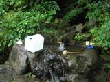 パン仕込みに清水(オシズ)の湧水を